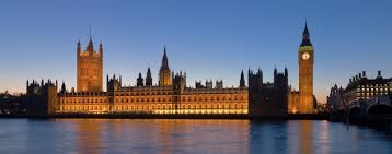 UK_Parliament_night_view_from_river